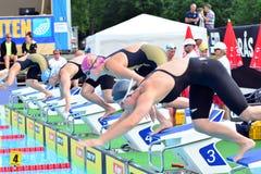 A formação em uma plataforma de lançamento da nadada Fotografia de Stock Royalty Free