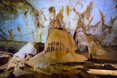 Formações da estalactite e do estalagmite na caverna de Crimeia Imagem de Stock