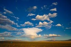 Formações da nuvem em Mongólia foto de stock royalty free