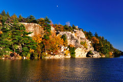 Formações de rocha no lago Minnewaska. Fotografia de Stock