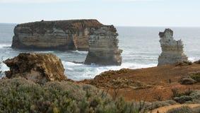 Formações do penhasco que estão fora do mar Foto de Stock Royalty Free