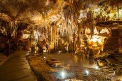 Formações do Stalactite e do Stalagmite na caverna fotos de stock royalty free