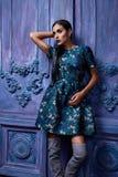 Forma atractiva hermosa del cuerpo de la muchacha del vestido de la colección de la ropa de la mujer Fotografía de archivo