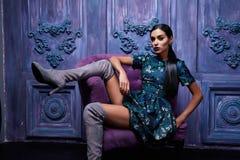 Forma atractiva hermosa del cuerpo de la muchacha del vestido de la colección de la ropa de la mujer Fotografía de archivo libre de regalías