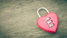Forma chiave rossa del cuore Immagine Stock Libera da Diritti