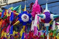 Forma colorida tradicional da estrela do pinata de México foto de stock royalty free
