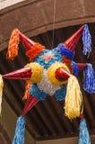 Forma colorida tradicional da estrela do pinata de México imagens de stock
