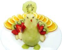 Forma creativa del pájaro del pavo real del postre del niño de la fruta Imágenes de archivo libres de regalías