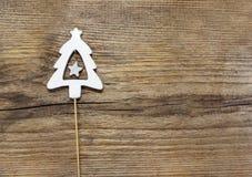 Forma da árvore de Natal feita da madeira Fotografia de Stock