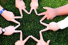 Forma da estrela da mão para a amizade Fotografia de Stock Royalty Free