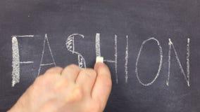 FORMA da palavra, escrita ? m?o no giz em um quadro-negro video estoque