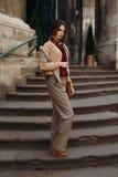Forma da queda da mulher Menina In Fashionable Clothing modelo fora foto de stock royalty free