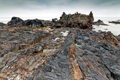 Forma da rocha na praia durante o nascer do sol, Terengganu de Pandak, Malásia Fotografia de Stock Royalty Free