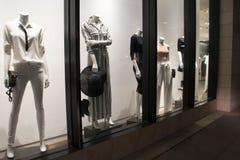 A forma das mulheres e o boutique dos acessórios Fotos de Stock Royalty Free