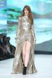Forma de Bipa desfile de moda 2017 da hora: Ines Atelier, Zagreb, Croácia foto de stock royalty free