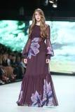 Forma de Bipa desfile de moda 2017 da hora: Ines Atelier, Zagreb, Croácia imagens de stock royalty free