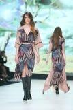 Forma de Bipa desfile de moda 2017 da hora: Ines Atelier, Zagreb, Croácia foto de stock
