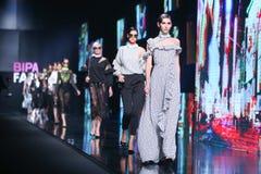 Forma de Bipa desfile de moda da hora: sala da inveja, Zagreb, Croácia Imagem de Stock Royalty Free