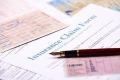 Forma de demanda en blanco de seguro Imagenes de archivo