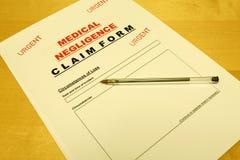 Forma de demanda médica de la negligencia Imagenes de archivo