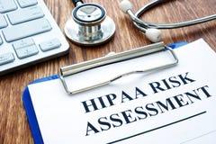 Forma de evaluación de riesgos de Hipaa y estetoscopio fotos de archivo libres de regalías