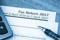 Forma 2017 de la declaración de impuestos imágenes de archivo libres de regalías