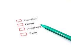 Forma de la encuesta sobre la calidad con la pluma que muestra la comercialización Imagenes de archivo