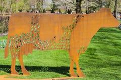 Forma de la vaca hecha del acero Foto de archivo libre de regalías