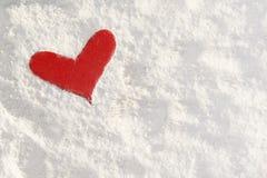 Forma de um coração vermelho na farinha Foto de Stock