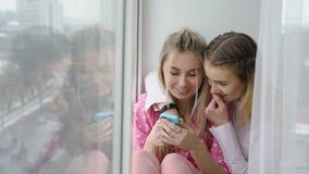 Forma de vida adolescente despreocupada del ocio feliz de las novias Fotografía de archivo libre de regalías