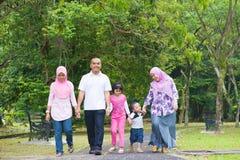 Forma de vida asiática de la familia Imagenes de archivo