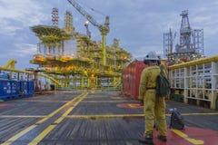 Forma de vida costera de la industria del petróleo y gas imágenes de archivo libres de regalías