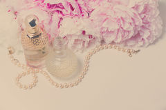 Forma de vida de la boda con las flores de la peonía Fotos de archivo
