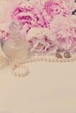 Forma de vida de la boda con las flores de la peonía Imagen de archivo libre de regalías