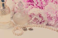 Forma de vida de la boda con las flores de la peonía Foto de archivo