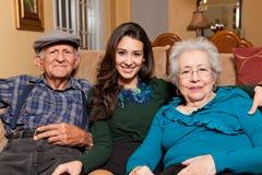 Forma de vida de la nieta y de los abuelos Fotos de archivo
