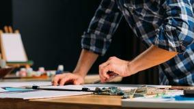 Forma de vida del hombre de la inspiración del pintor del artista que bosqueja fotografía de archivo