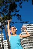 Forma de vida femenina de la aptitud y del deporte en ciudad Imagen de archivo