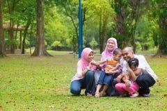 Forma de vida musulmán asiática de la familia Foto de archivo libre de regalías