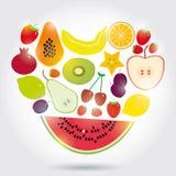 Forma de vida sana corazón hecho del sistema de frutas en el fondo blanco Fotos de archivo