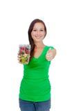 Forma de vida sana - mujer joven apta que come la fruta Imagenes de archivo