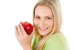 Forma de vida sana - mujer que sostiene la manzana roja Fotos de archivo