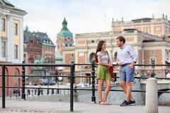 Forma de vida urbana de la gente - par joven en Estocolmo Foto de archivo libre de regalías