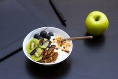 Forma de vida y concepto sanos con las frutas Fotografía de archivo