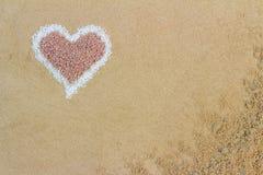 Forma decorativa del cuore formata della sabbia Fotografie Stock