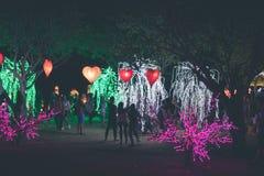 Forma del corazón de las linternas de la ejecución en un festival ligero en la isla de Bali, Indonesia Imagenes de archivo