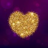 Forma del corazón del brillo del oro en Violet Background Foto de archivo libre de regalías