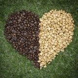 Forma del corazón del grano de café Imagen de archivo libre de regalías