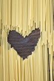 Forma del corazón hecha de las pastas Imágenes de archivo libres de regalías
