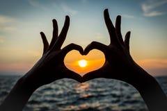 Forma del cuore della mano della siluetta Immagini Stock Libere da Diritti